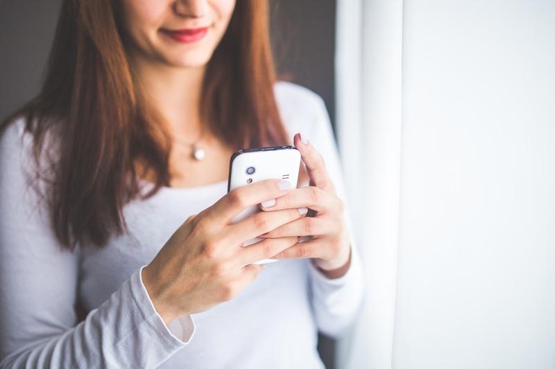 smartphone-mobile-hand-person-girl-woman-722638-pxhere.com (2)